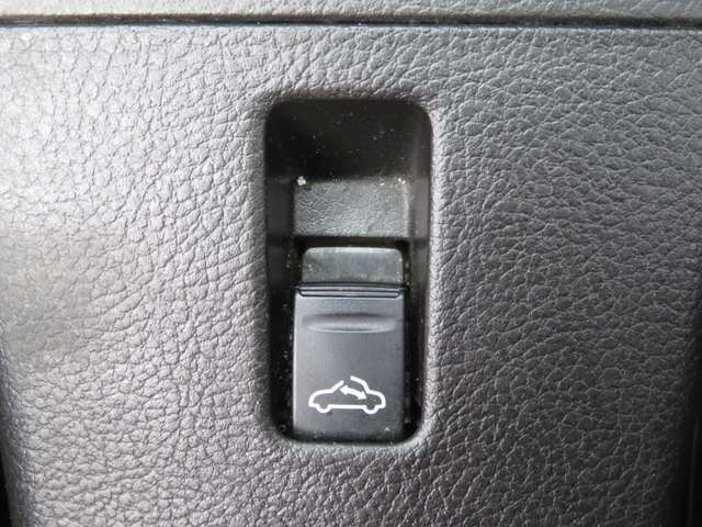 開放感あふれるオープンカー!