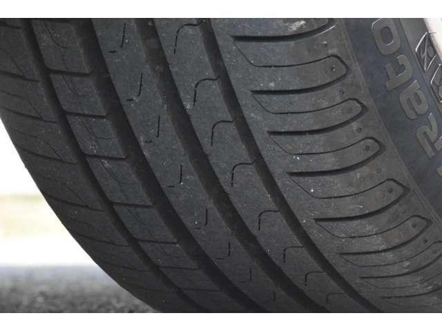 225/50R18 ピレリ ランフラットBMW承認タイヤ。トレッドの状態は良好で当面の交換は不要です。