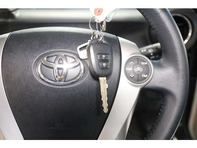 【キーレスエントリーキー】鍵のボタンひとつでドアロックの開閉が可能です。