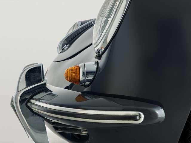 フロントビューで一際存在感を放つオーバーライダー付き大型バンパー。フロントバンパー部分には錆はなく綺麗な状態を保っています。