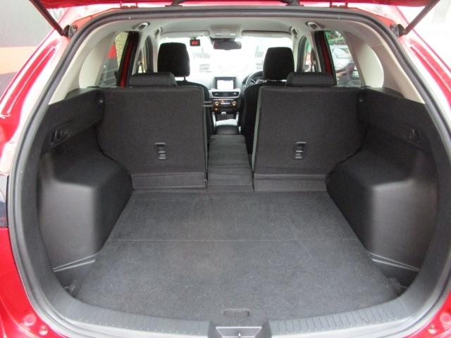 【CX-5ラゲッジスペース】センターシートのみを倒すことも可能!長い竿やボードなどが詰め込めやすいですよね!
