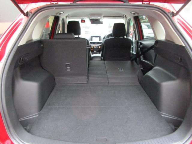 【分割シート】リヤシートを片方だけたためば長い物も積みこめやすいですよね!