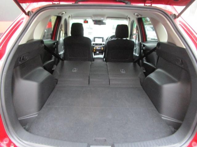 【分割シート】リヤシートを両方とも倒してしまえば、こんなにラゲッジスペースが広くお使いいただけます!
