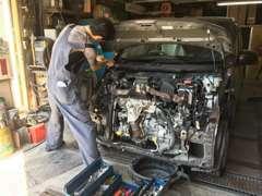 修復内容は実車を見ながら、ゆっくり、わかりやすく説明します。