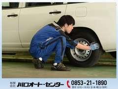 お客様のお車のタイヤを交換するサービスを行っています。交換したお客様のタイヤをそのままお預かりさせて頂く事も可能です!