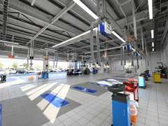 最新設備の整備工場も併設、購入後のアフターメンテナンス、車検までお客様のカーライフをサポートします。