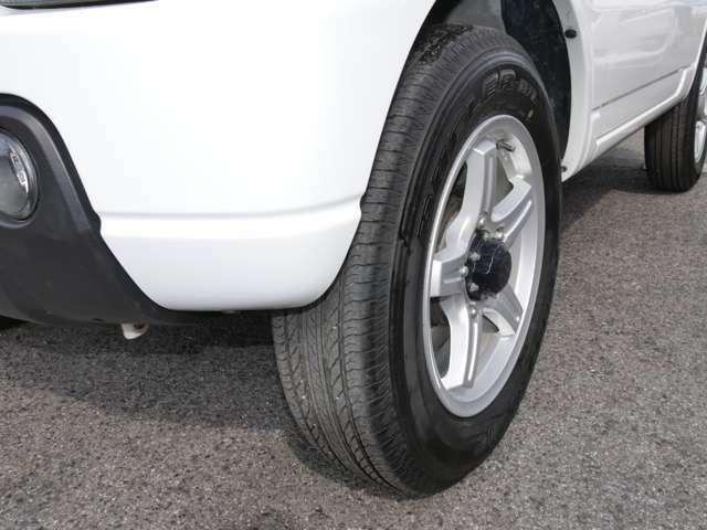 タイヤは4本とも2019年製のブリヂストンデューラーHLです。