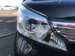 ヘッドライトも黄ばみ取り後に専用機械で磨いておりますので、とてもクリアな状態です。