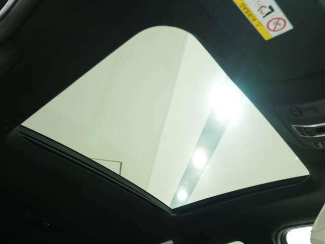 パノラマサーンルーフ欠かせないオプション付きのお車でございます!!室内空間も開放感があります!!