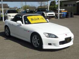 少しだけお手頃価格の車が入庫しました! 白S2000は高騰しすぎてますので、貴重な車両です(^^)