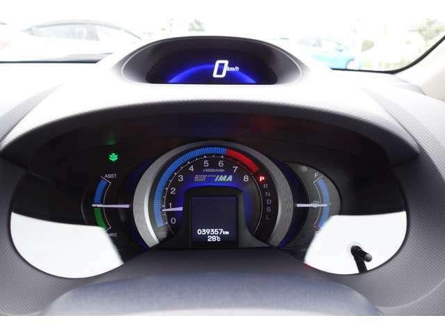 大きく見やすいメーターと広い視界でゆったりドライブ!