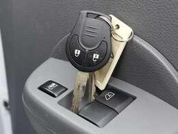 ★キーレスエントリー★キーについているボタンを押してドアロックの開閉が出来ます。★フロント運転席側・助手席側は、パワーウィンドウになっております。