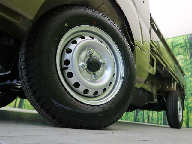 ●純正12インチホイールキャップ装備。各種アルミホイール+タイヤもお取扱いございますのでご検討の方はスタッフまでご相談ください。