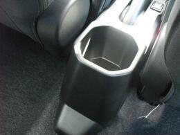 後席側の方も使えるドリンクホルダーです!!