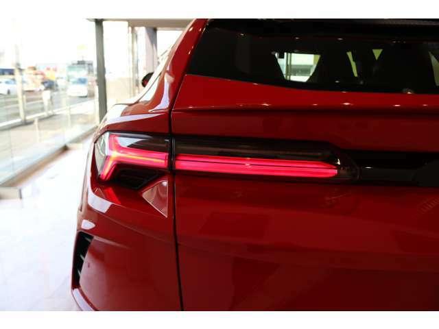 オプション:Rosso Anteross-Metallic color