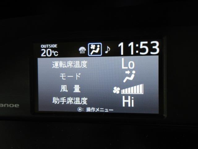 エアコンは、運転席側助手席側で異なる温度に設定できる『デュアルオートエアコン』になっています。