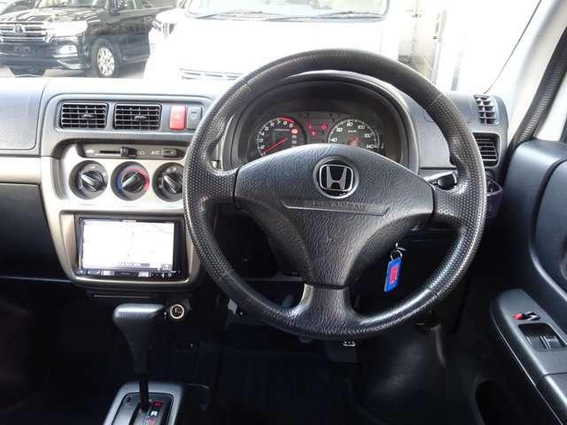 シンプルで操作性の良い運転席です。各部コンディション良好で快調! もちろんETC付きで便利です。
