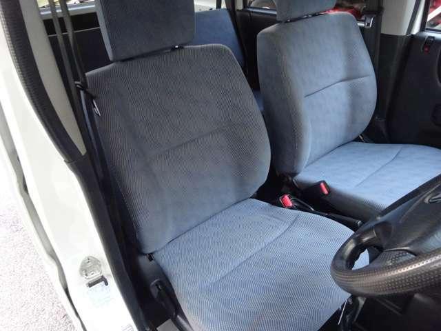 工夫された設計で疲れにくいシートです。状態が良くキレイ!!