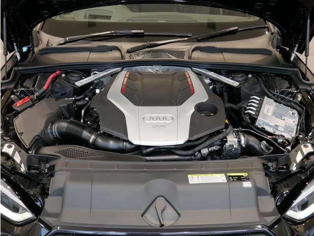 3.0TFSIエンジンはツインスクロールターボを採用し、Sモデルにふさわしい高出力を発揮します。出力354ps、トルク500Nm
