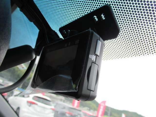 今、必需品のドライブレコーダー(フロント)がついています!