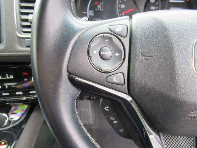 ハンドルを握ったままオーディオを操作出来る便利な機能。