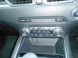 スイッチで3段階の温度調節が可能なシートヒーターを採用。運転席、助手席それぞれに設定可能で冬場の快適性が高まりました。