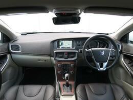 2016年モデルのV40T3SEが入庫しました!ブラウンレザーシートを装備したお洒落な1台♪さらにシートはパワーシート/シートヒーター機能付き!快適なドライブをお届けします♪是非ご覧ください!