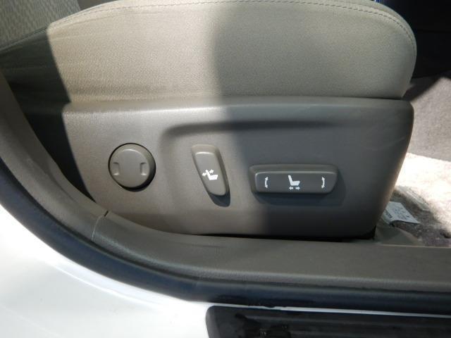 トヨタ高品質U-Car洗浄「まるまるクリン」施工済み◆専用工場で1台1台を丁寧にクリーニング。室内のニオイや汚れを徹底的に取り除きます。ボディやエンジンルーム、タイヤまでピカピカに仕上げます。
