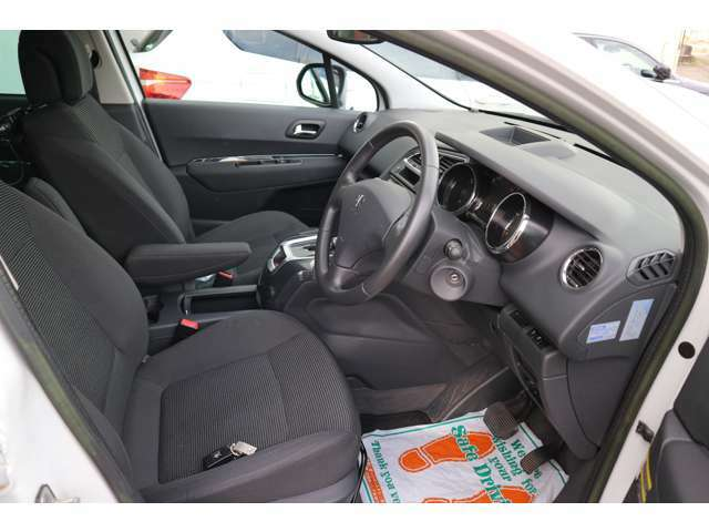状態も良好、車検も残ってます。カーアドバイスでは初めての輸入車でも安心して乗っていただけます。