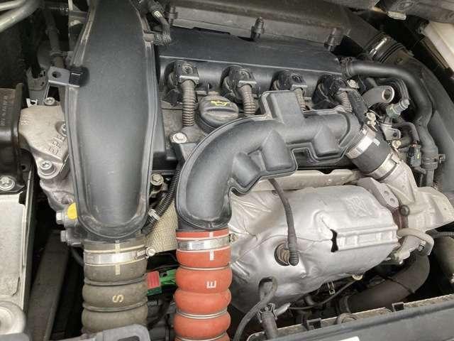 1.6L ターボエンジン搭載。エンジンはBMW製を採用しているので力強く安心した走りです。