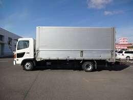 積載3300kg・荷台内寸約540×234×210