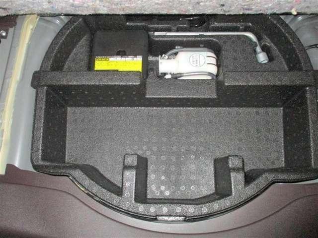 「パンク修理セット」最近の自動車は、パンクする事がめっきり減っています。パンク一回のみ使用できる修理キットです。
