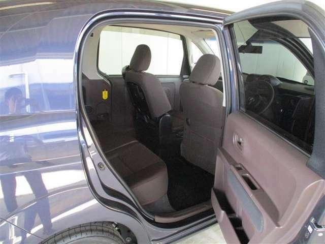 「運転席側は開くドア」運転席側は、通常の2枚のドア。こちらは普通の車と何ら変わりません。