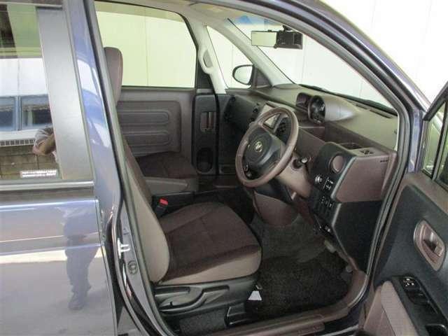 「運転席・助手席」是非ともご来店されて、このシートに座ってみて下さい。ご満足いただけますよ。お待ちしております。