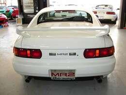 MR2のテールレンズはIII型モデルより丸型テールレンズへと変更になりました。デザインの変更により更に引締まったテールビューを手に入れております。