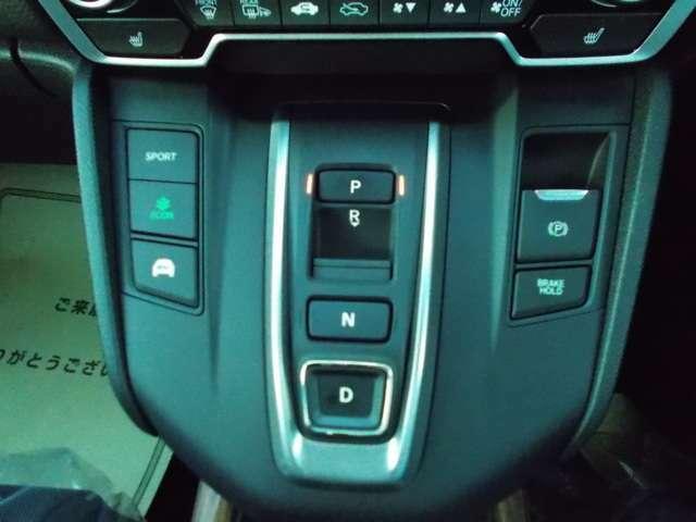使い易いボタン式シフトレバーです☆更にオートブレーキホールド機能付きです!停車中にブレーキペダルから足を離しても、停車状態が続きますので安心快適です☆