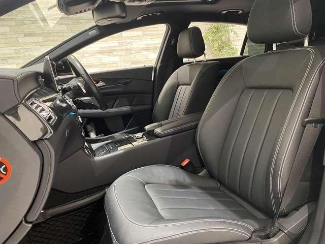 本革シートとなります。電動シートやシートヒーター完備です。