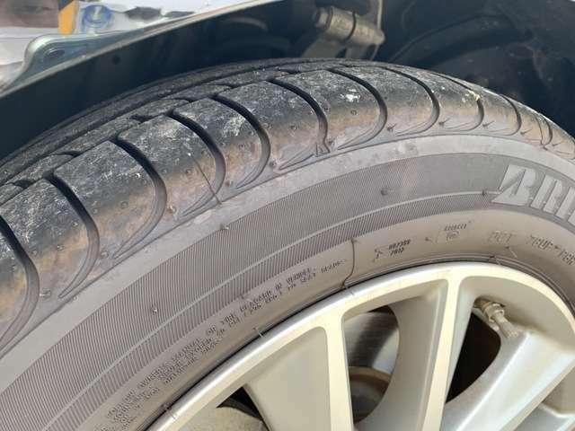 タイヤの溝も十分あります。