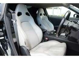 ホワイトレザーシートとなっておりましてシートヒーターも装備しております!