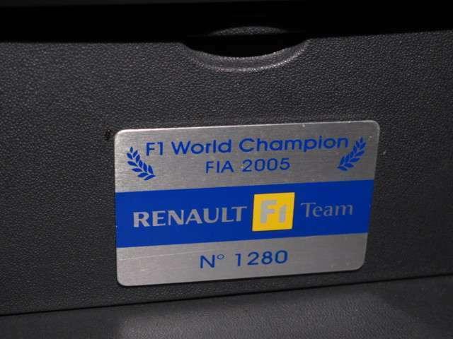 日本では30台限定のF1チームエディション!!ダブルタイトルを獲得した記念モデルです!!