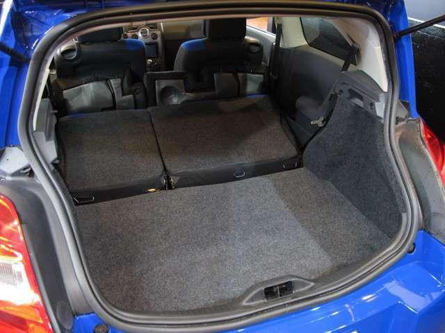 ベースが実用車の強み!ラゲッジや室内空間もベース車両と同じ広さを確保しております。