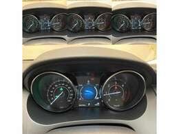 JAGUARドライブコントロールは様々な路面状況に対応する走行モードを選択可能です。