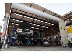 納車後も安心の認証整備工場によるメンテナンスでお客様のカーライフをサポートいたします。