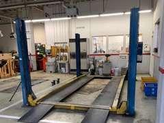 サービス工場で点検整備を実施致します。