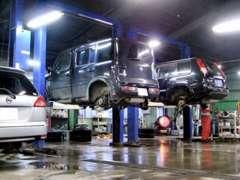サービス工場を併設しております★購入後も点検、整備、車検、修理などアフターサービス体制が整っておりますのでお任せ下さい!