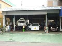 中部運輸局認証工場完備で納車整備もお任せ下さい。また、車検・点検・修理などもお任せ!!