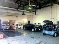 指定整備工場完備!車検・修理・点検は、メルセデス・ベンツ日本の研修を受けた経験豊富な整備士が対応いたします。