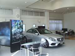 明るく開放感のあるショールームです。 最新車輌展示中です。