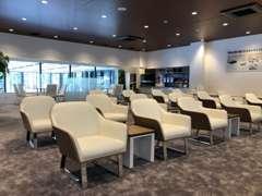 展示場には常時60台のお車を展示しています。きっとお探しの1台が有ります!