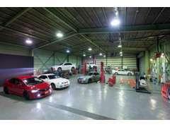 陸運局指定認証工場完備でお客様の愛車をサポートします!車検や急な故障、板金修理なども専門スタッフが親身に対応!